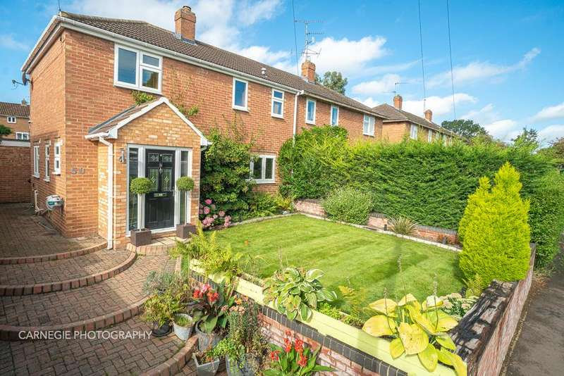 3 Bedrooms Semi Detached House for sale in Wilga Road, Welwyn