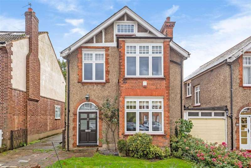 4 Bedrooms Detached House for sale in Byng Road, High Barnet, Hertfordshire