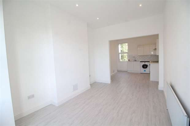 2 Bedrooms Flat for rent in Norwich Road, Thornton Heath, Surrey