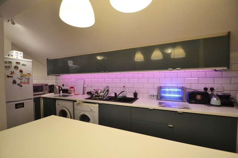 3 Bedrooms Flat for sale in Shirley