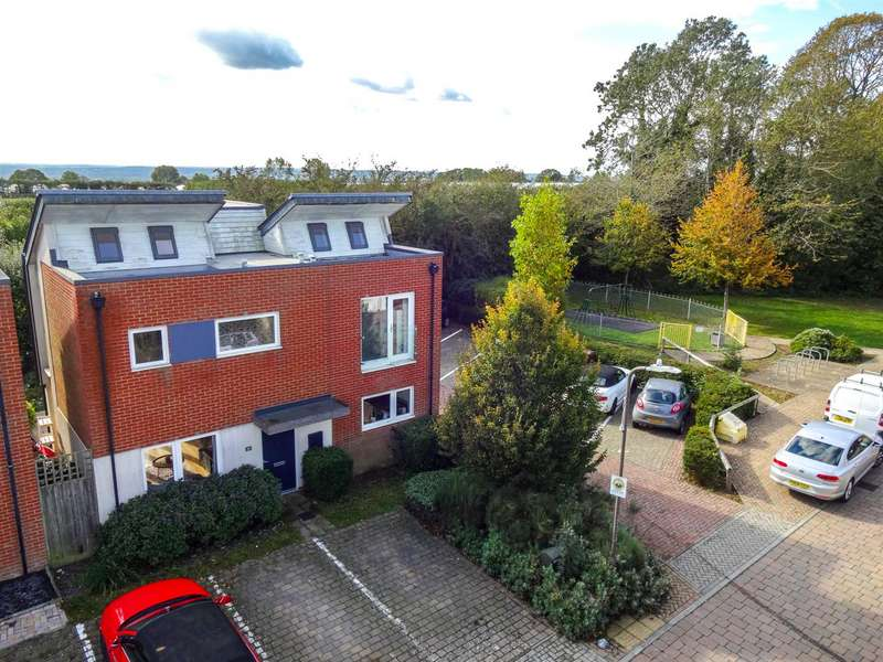 3 Bedrooms Detached House for sale in Duke Of York Way, Coxheath, Maidstone