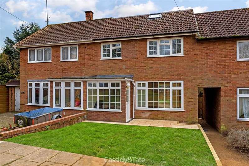 3 Bedrooms Property for sale in Bishops Close, St Albans, Hertfordshire - AL4 9AR