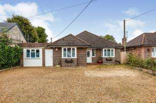 3 Bedrooms Detached House for sale in Horsham Road, Pease Pottage, Crawley, West Sussex