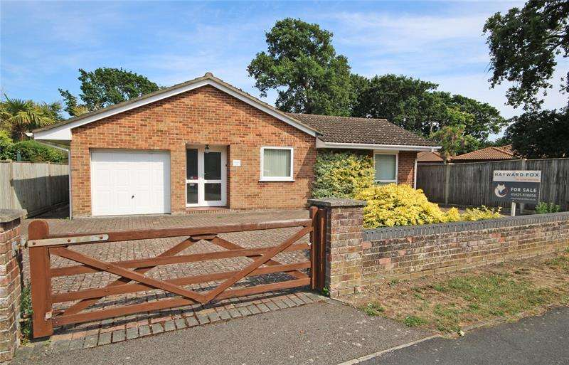 3 Bedrooms Bungalow for sale in Southern Lane, New Milton, Hampshire, BH25