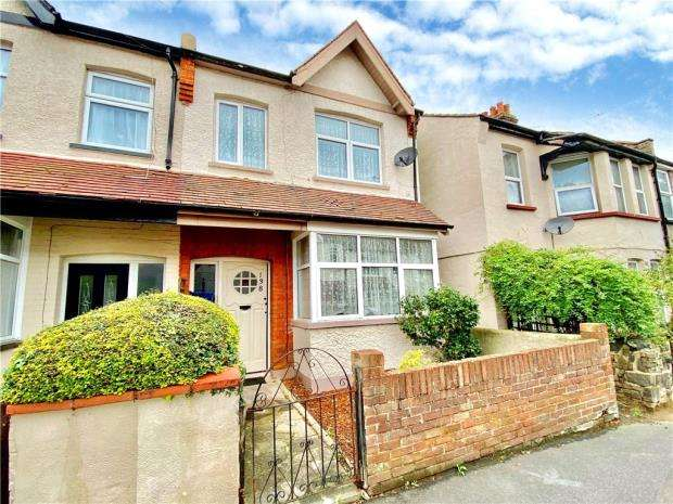 3 Bedrooms End Of Terrace House for sale in Wenham Drive, Westcliff-on-Sea, Essex