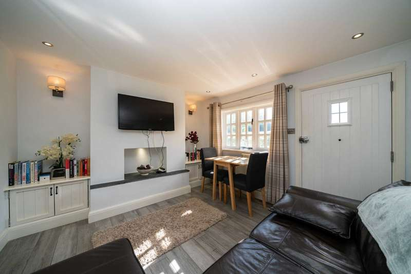 2 Bedrooms Cottage House for sale in Church Street, Bovingdon