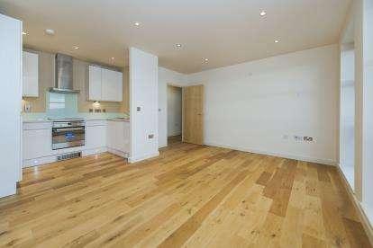 2 Bedrooms Flat for sale in Dagenham, London
