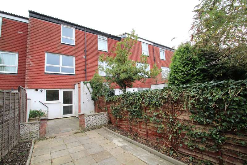 4 Bedrooms House for rent in St. Helens Close, Uxbridge