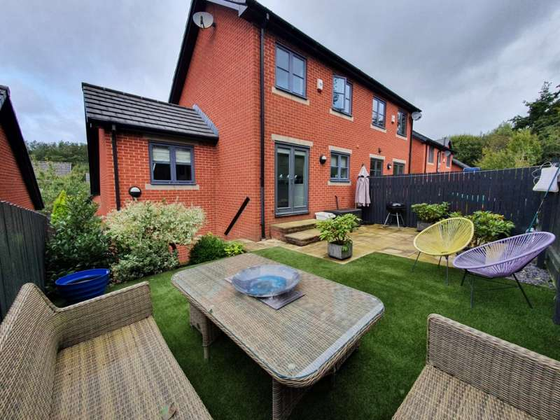 4 Bedrooms Semi Detached House for sale in Owls Gate, Lees, Oldham, OL4 3FL