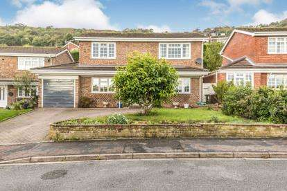 3 Bedrooms Detached House for sale in Lime Tree Avenue, Malvern, Worcestershire