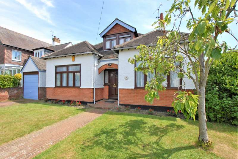4 Bedrooms Detached House for sale in Fairlight Road, Hythe, CT21