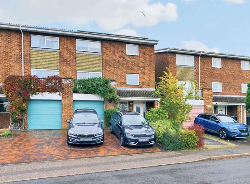 5 Bedrooms Semi Detached House for sale in Walnut Grove, Hemel Hempstead