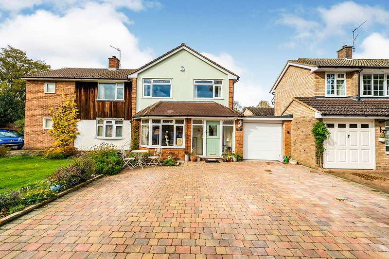 3 Bedrooms Semi Detached House for sale in The Horseshoe, Leverstock Green, Hemel Hempstead, Hertfordshire, HP3