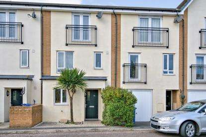 4 Bedrooms Terraced House for sale in West Thurrock, Grays, Essex
