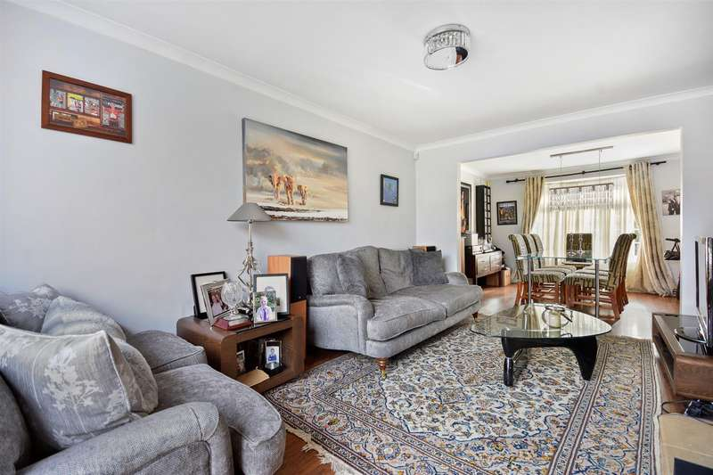 3 Bedrooms End Of Terrace House for sale in Orchard Close, Radlett, Herts, WD7