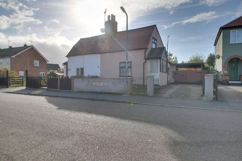 2 Bedrooms Semi Detached House for sale in Coppins Road, Clacton-On-Sea
