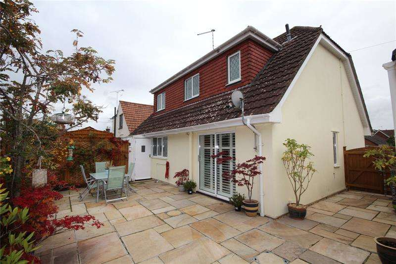 4 Bedrooms Bungalow for sale in Gypsy Lane, Ringwood, Hampshire, BH24