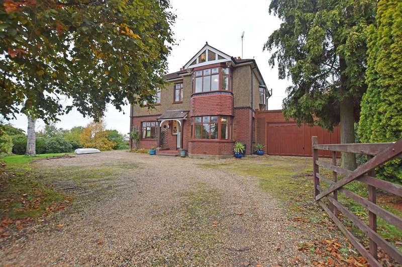 4 Bedrooms Detached House for sale in Grange Road, Gillingham