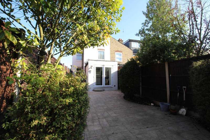 3 Bedrooms End Of Terrace House for sale in King Edward Road, Brentwood