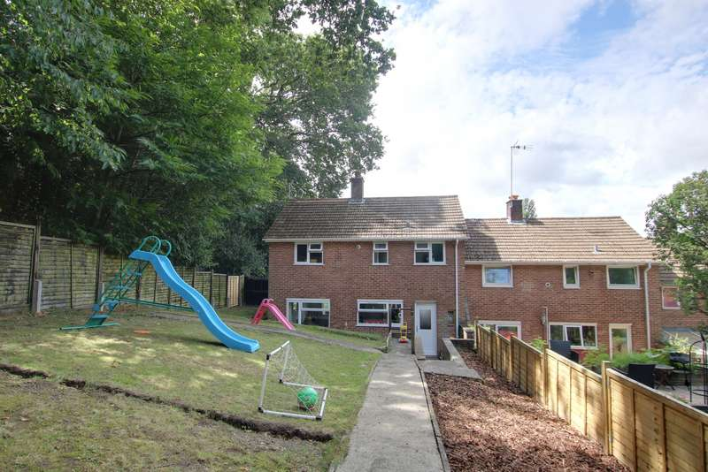 3 Bedrooms End Of Terrace House for sale in IMPRESSIVE GARDEN! TWO RECEPTION ROOMS! A MUST SEE!