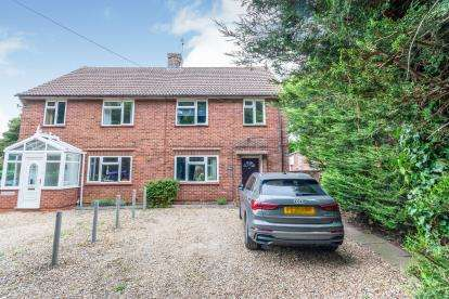 3 Bedrooms Semi Detached House for sale in Stevenage Road, Little Wymondley, Hitchin, Herts