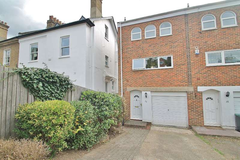 4 Bedrooms End Of Terrace House for sale in Spire Close, Gravesend, DA12 1LR