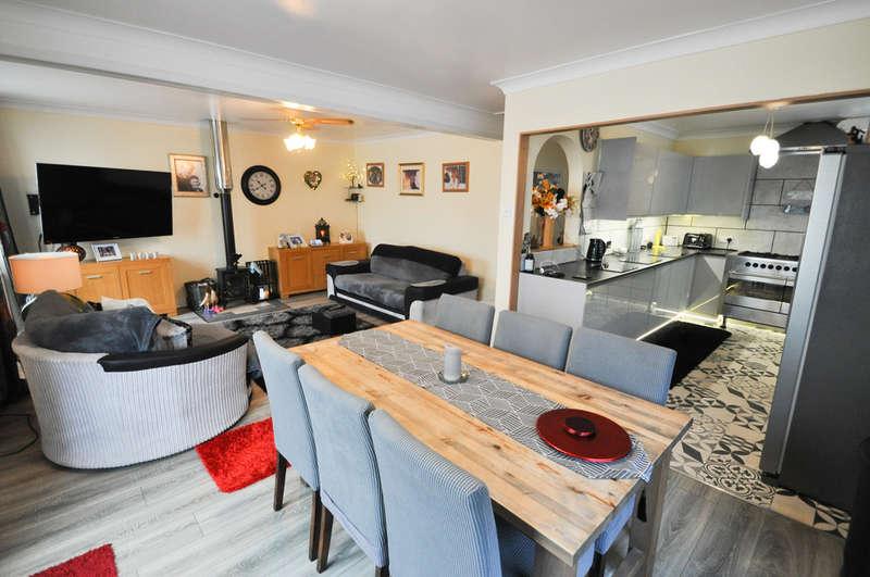 2 Bedrooms Semi Detached Bungalow for sale in Clarence Road, Benfleet