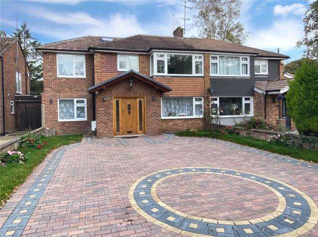 5 Bedrooms Semi Detached House for sale in Cabrol Road, Farnborough