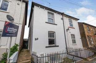 3 Bedrooms Semi Detached House for sale in Milton Road, Swanscombe, Kent