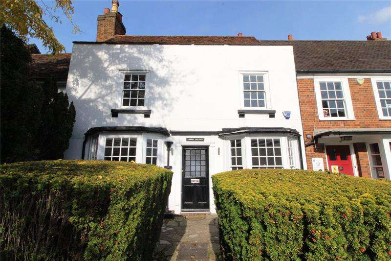 3 Bedrooms Terraced House for sale in Wood Street, High Barnet, Hertfordshire, EN5