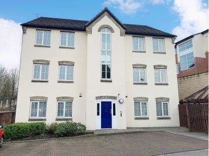 2 Bedrooms Flat for sale in Burton Court, Burton Close, Darwen, Lancashire, BB3
