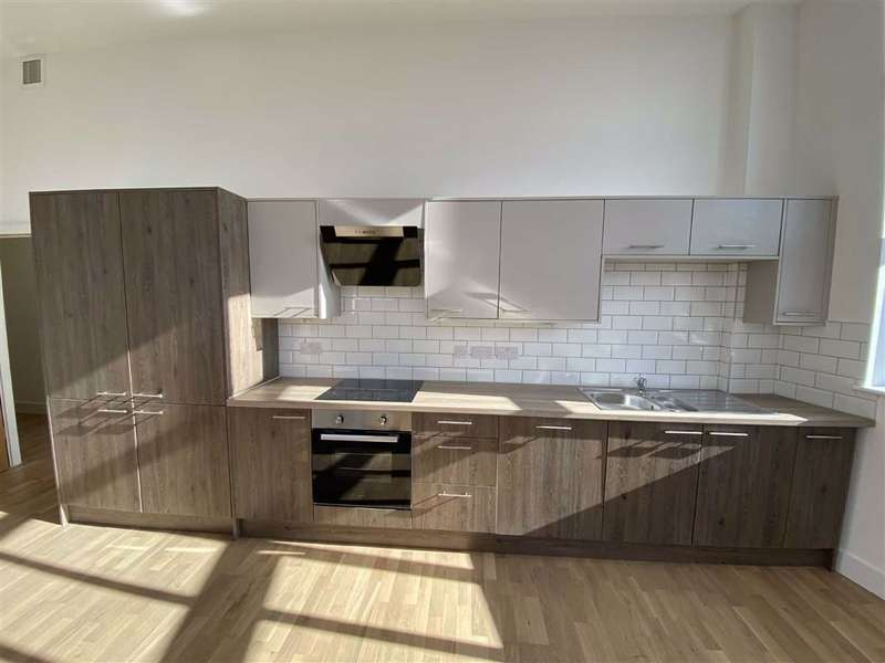3 Bedrooms Flat for sale in Mather House, Mather Lane, Leigh