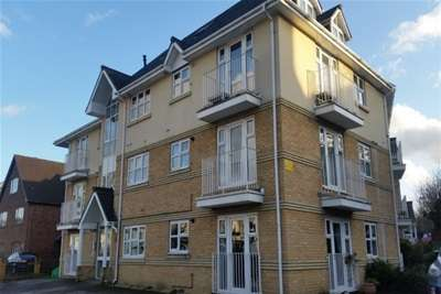 2 Bedrooms Flat for rent in Gloucester Court Redhill Rh1 **ZERO DEPOSITS OPTION AVAILABLE**