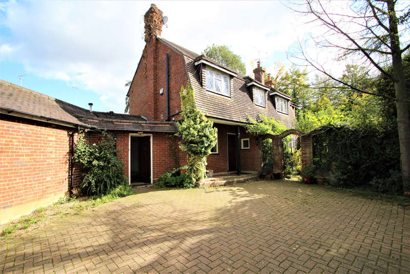 3 Bedrooms Cottage House for sale in Rats Lane, Loughton