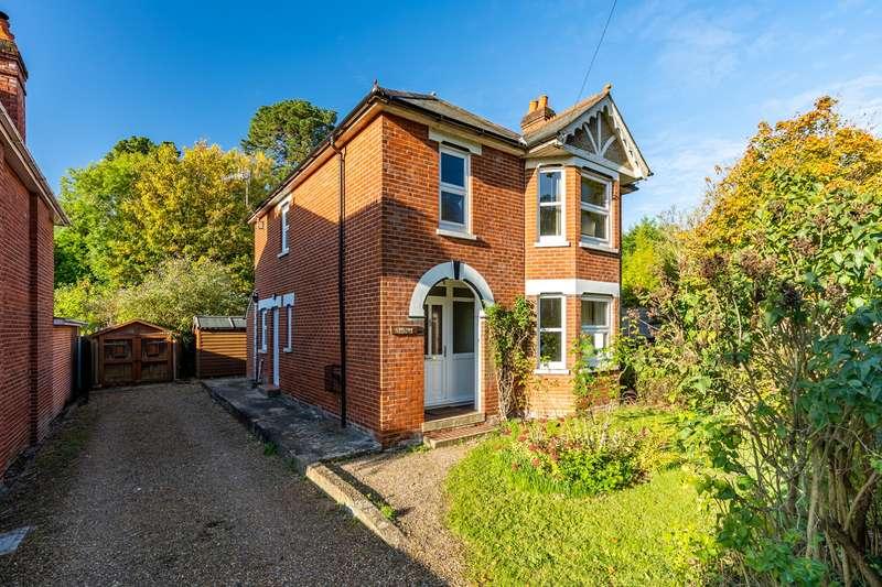 3 Bedrooms Detached House for sale in Bridge Road, Burseldon, Southampton. SO31 8AL
