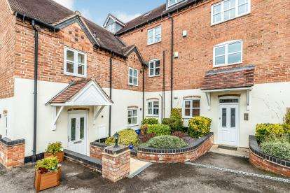 2 Bedrooms Flat for sale in Malthouse Court, Albert Street, Warwick, Warwickshire