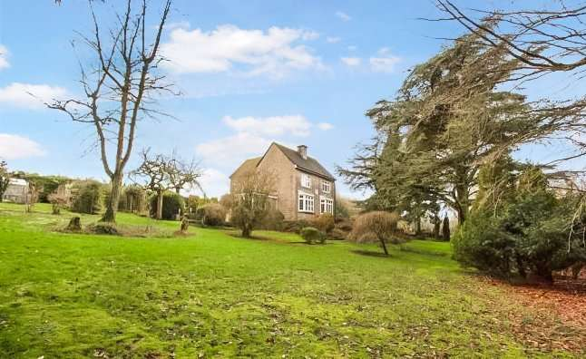 3 Bedrooms Detached House for sale in Cheltenham Road, Cirencester, GL7