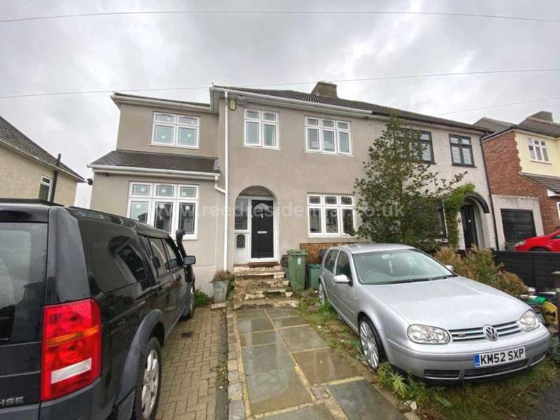 5 Bedrooms Detached House for sale in Kenilworth Avenue, Romford