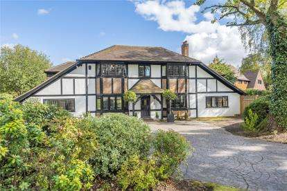 5 Bedrooms Detached House for sale in Elm Walk, Farnborough Park