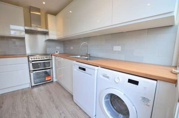 3 Bedrooms Semi Detached House for rent in Graham Avenue, Brighton, BN41