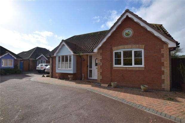 2 Bedrooms Detached Bungalow for sale in Elmcroft, Elmstead, Colchester