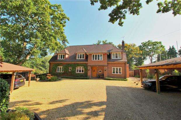 4 Bedrooms Detached House for sale in West Parley, Ferndown, Dorset, BH22
