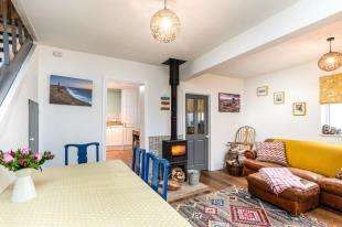 2 Bedrooms Semi Detached House for sale in Rye Road, Hawkhurst, Cranbrook, Kent