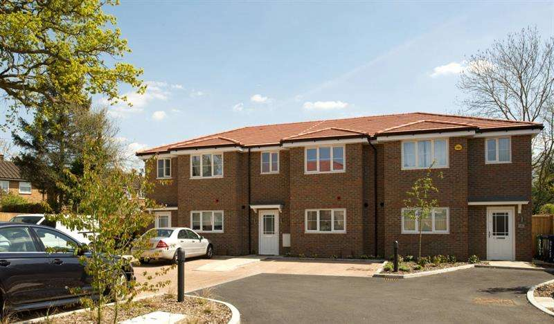 3 Bedrooms Terraced House for sale in Oyster Close, Barnet, EN5