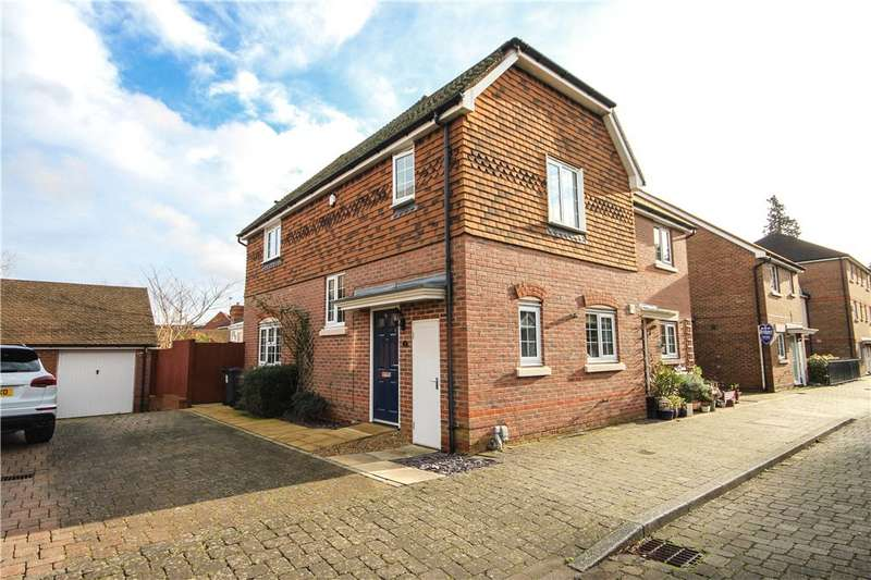 3 Bedrooms Semi Detached House for sale in The West Hundreds, Fleet, Hampshire, GU51