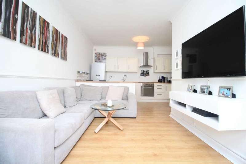 2 Bedrooms Apartment Flat for sale in Collier Row Road, Romford