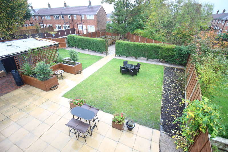3 Bedrooms Semi Detached House for sale in Whiteholme Place, Ashton-on-ribble