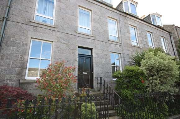 2 Bedrooms Flat for rent in Chattan Place, Aberdeen, AB10