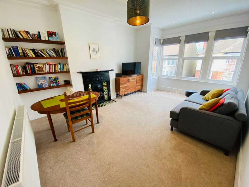 2 Bedrooms Maisonette Flat for sale in Cranley Road, Westcliff On Sea