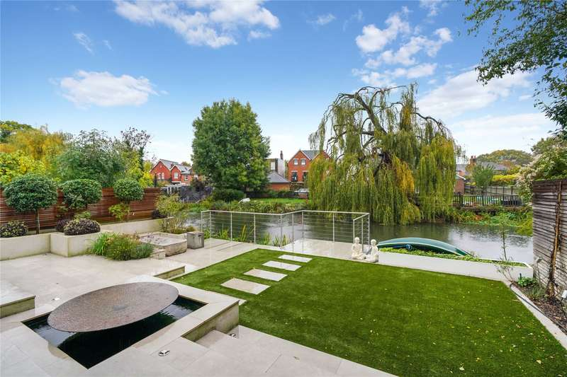 4 Bedrooms Detached House for sale in Molember Road, East Molesey, Surrey, KT8